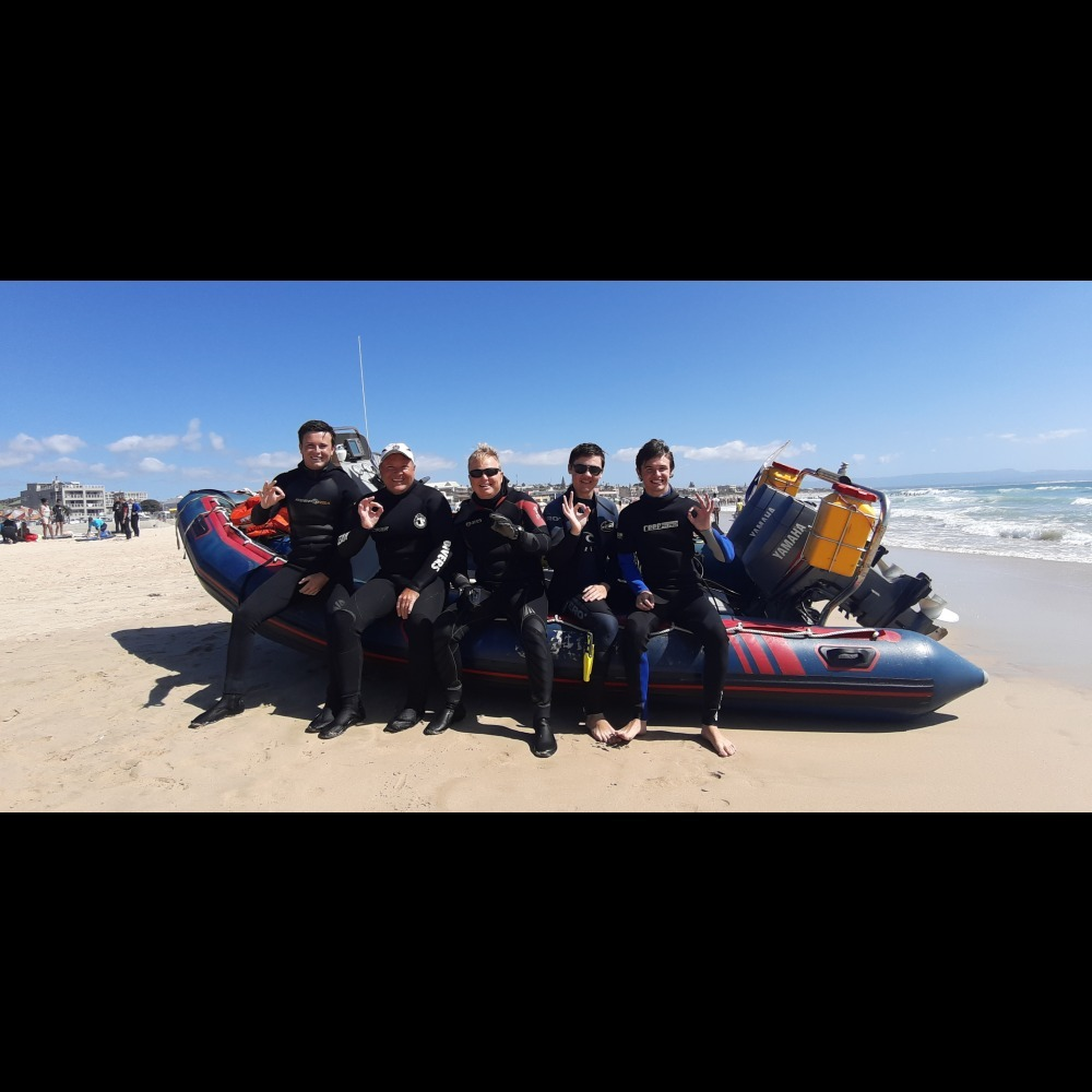 Satisfied customers after diving with Jeffreys Bay Scuba Diving